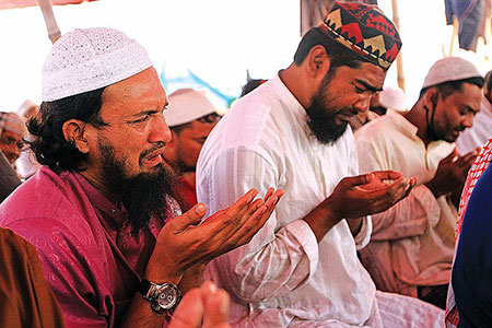 Devotees participated in the final supplication- Akheri Munajat- day. Photo by Dailystar